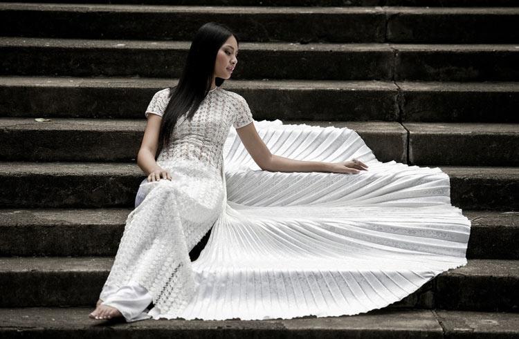 """Thúy Hạnh """"đụng"""" áo Hoa hậu Hương Giang - 1"""