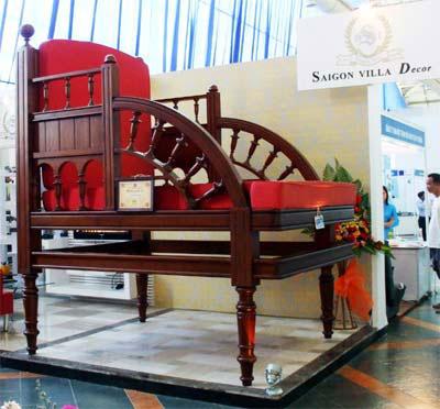 Chiếc ghế dựa bằng gỗ lớn nhất Việt Nam - 2