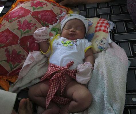 Phú Yên: Bé trai bị bỏ rơi trong đêm lạnh - 1