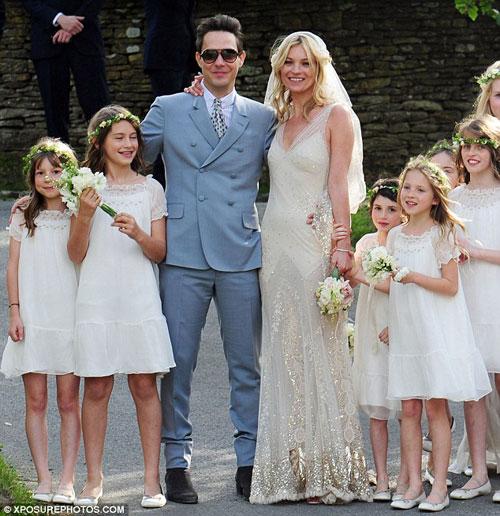 Kate Moss đẹp bất ngờ trong đám cưới - 1