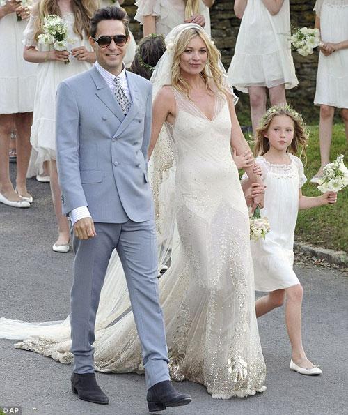 Kate Moss đẹp bất ngờ trong đám cưới - 3