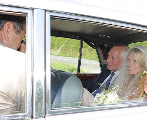 Kate Moss đẹp bất ngờ trong đám cưới - 9