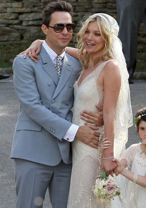 Kate Moss đẹp bất ngờ trong đám cưới - 5