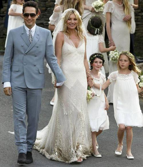 Kate Moss đẹp bất ngờ trong đám cưới - 2