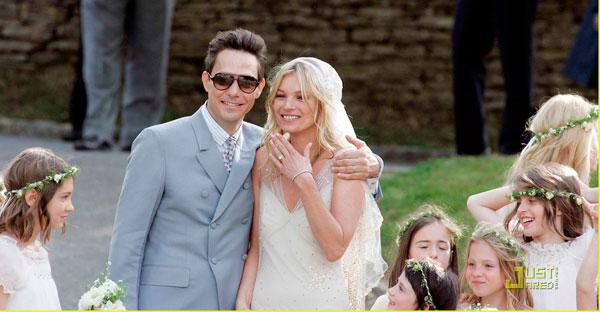 Kate Moss đẹp bất ngờ trong đám cưới - 11