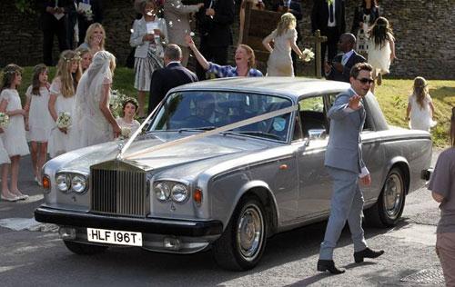 Kate Moss đẹp bất ngờ trong đám cưới - 14