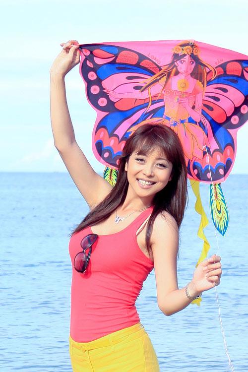 Đi biển mặc đẹp như Jennifer Phạm - 1