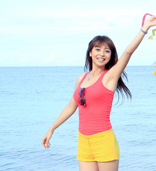 Đi biển mặc đẹp như Jennifer Phạm - 2