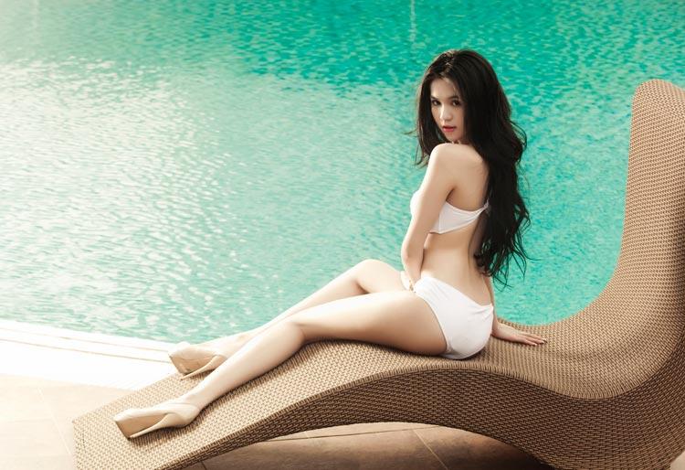 Ngọc Trinh siêu sexy ở bể bơi - 5