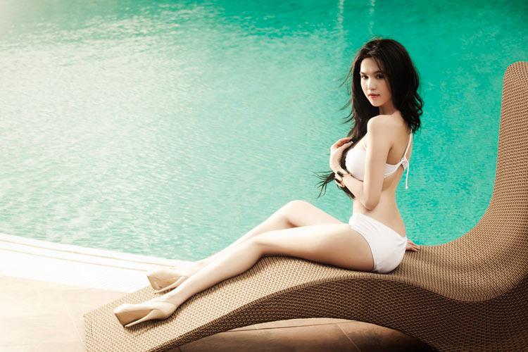 Ngọc Trinh siêu sexy ở bể bơi - 6