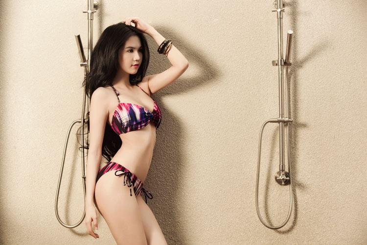 Ngọc Trinh siêu sexy ở bể bơi - 13