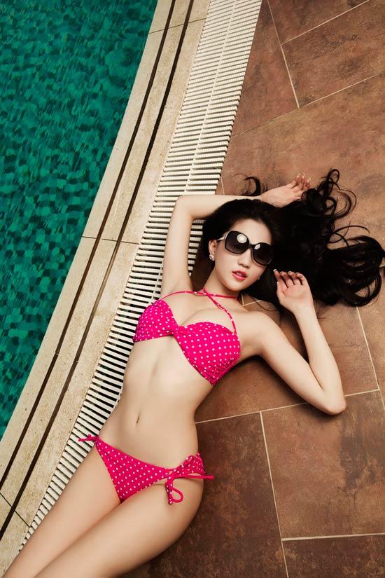 Ngọc Trinh siêu sexy ở bể bơi - 9