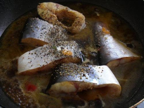 Cá bông lau kho tiêu thơm ngon khó cưỡng - 3