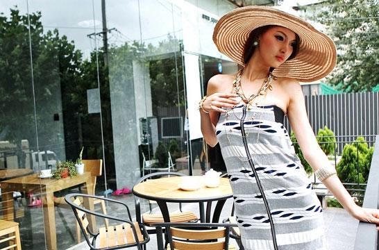 Sắm mũ rộng vành cho thời trang biển - 1