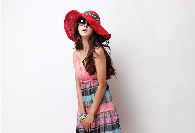 Sắm mũ rộng vành cho thời trang biển - 12