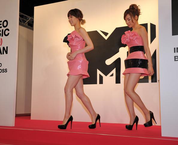 Thời trang Hàn-Nhật tranh đua quyết liệt - 2