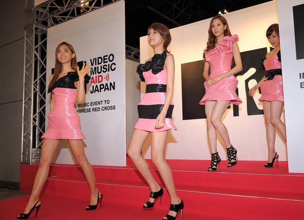 Thời trang Hàn-Nhật tranh đua quyết liệt - 3