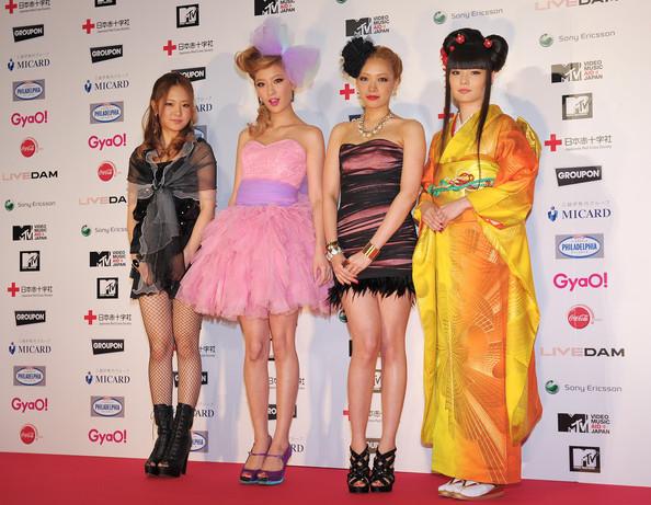 Thời trang Hàn-Nhật tranh đua quyết liệt - 6