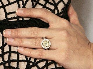 Nghía nhẫn cưới của sao Hollywood - 8