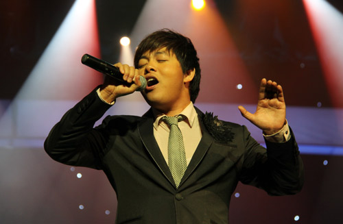 """Show Quang Lê - Minh Tuyết khiến khán giả """"ướt mi"""" - 1"""