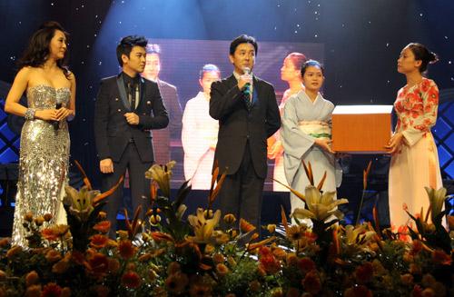 """Show Quang Lê - Minh Tuyết khiến khán giả """"ướt mi"""" - 8"""