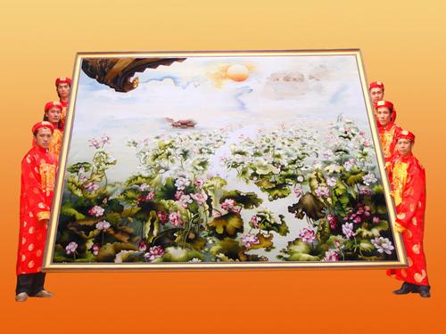 Kỷ lục Việt Nam: Bức tranh thêu hoa sen qua nhiều tỉnh nhất - 2