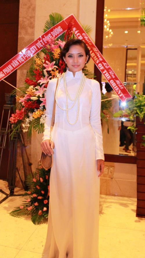 Giai nhân Việt duyên dáng với áo dài - 5