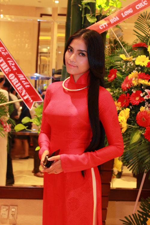 Giai nhân Việt duyên dáng với áo dài - 1