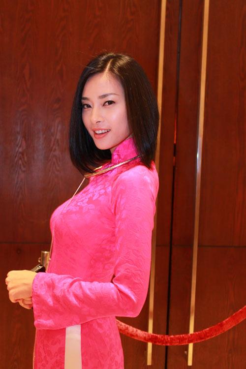 Giai nhân Việt duyên dáng với áo dài - 8