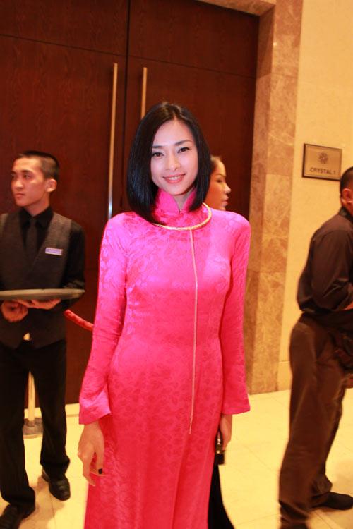 Giai nhân Việt duyên dáng với áo dài - 9