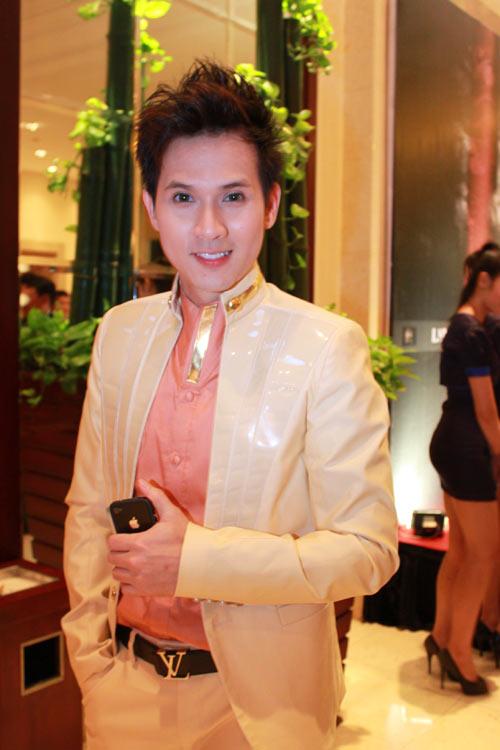 Giai nhân Việt duyên dáng với áo dài - 23