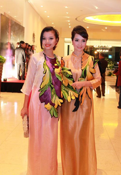 Giai nhân Việt duyên dáng với áo dài - 12