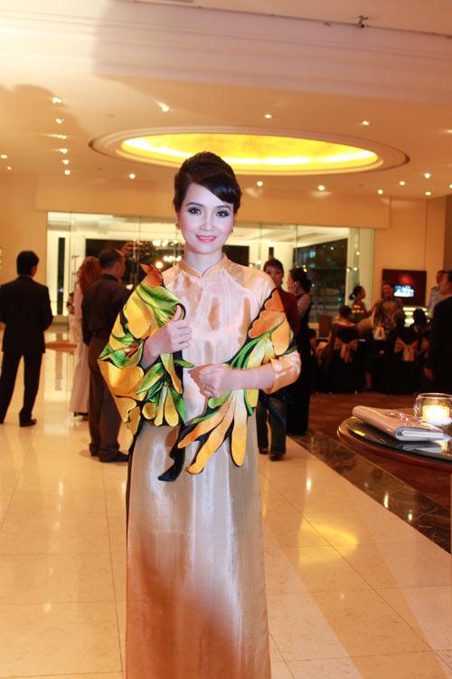 Giai nhân Việt duyên dáng với áo dài - 13