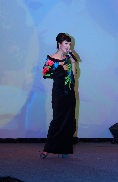 Giai nhân Việt duyên dáng với áo dài - 20