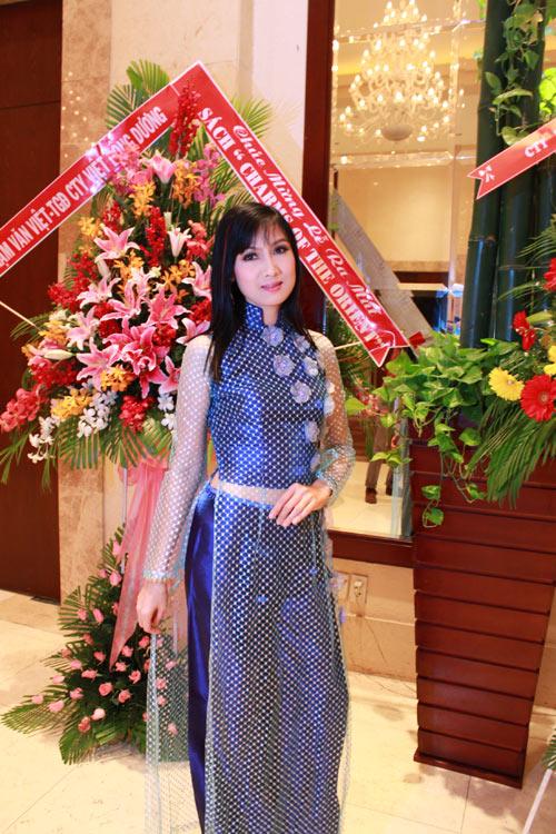 Giai nhân Việt duyên dáng với áo dài - 16