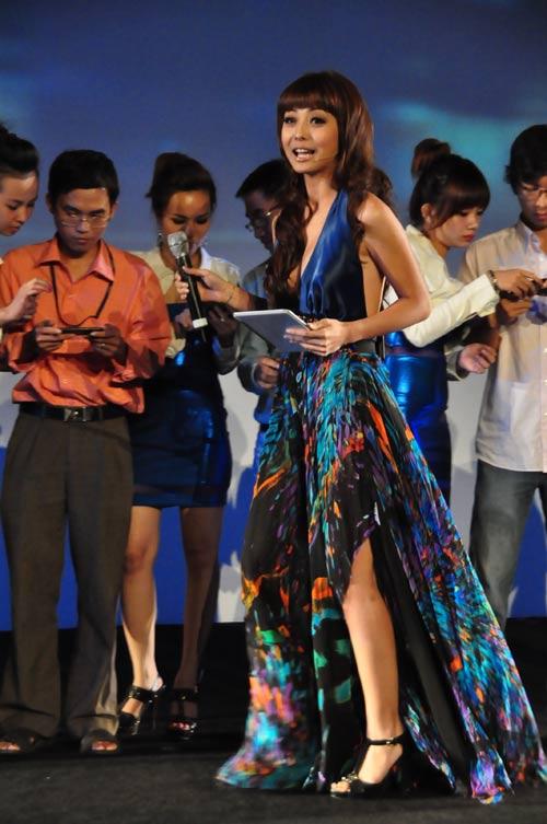 Jennifer Phạm nhợt nhạt với váy xanh - 5