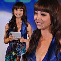 Jennifer Phạm nhợt nhạt với váy xanh