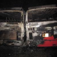 Nghệ An: 2 ô tô khách cháy rụi bí ẩn