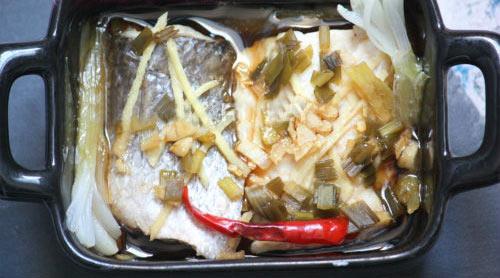 Đậm đà, thơm ngon cá hấp hành gừng - 7