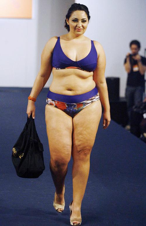 Dàn mẫu béo khoe số đo bự đầy bất ngờ - 8