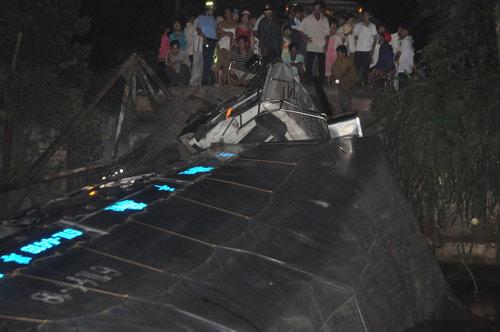 Sập cầu nối Tiền Giang và Long An - 3
