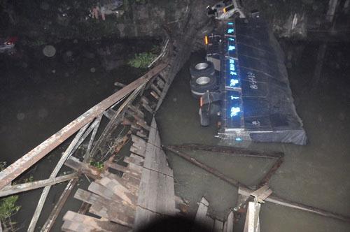 Sập cầu nối Tiền Giang và Long An - 4