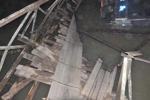 Sập cầu nối Tiền Giang và Long An - 5