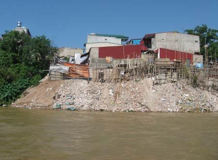 """Những """"cứ điểm"""" lấp sông Hồng... xây nhà - 1"""
