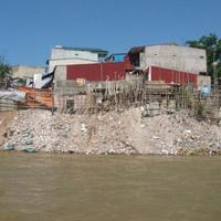 """Những """"cứ điểm"""" lấp sông Hồng... xây nhà"""