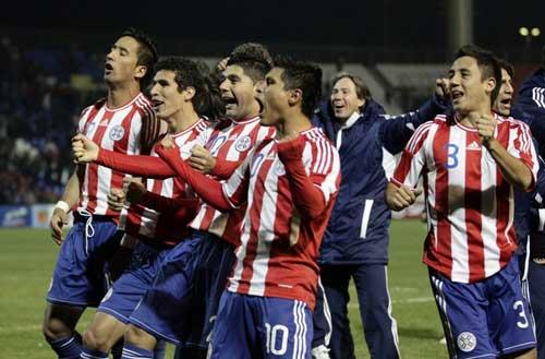 Đêm nay Uruguay - Paraguay: Loạn thế xuất anh hùng (CK Copa America)  1311474322-bong-da-Paraguay