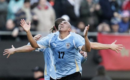 [Image: 1311541991-bong-da-Uruguay-1.jpg]