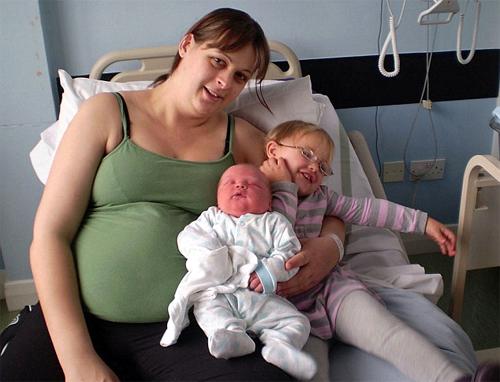 Những bé sơ sinh... khổng lồ - 4