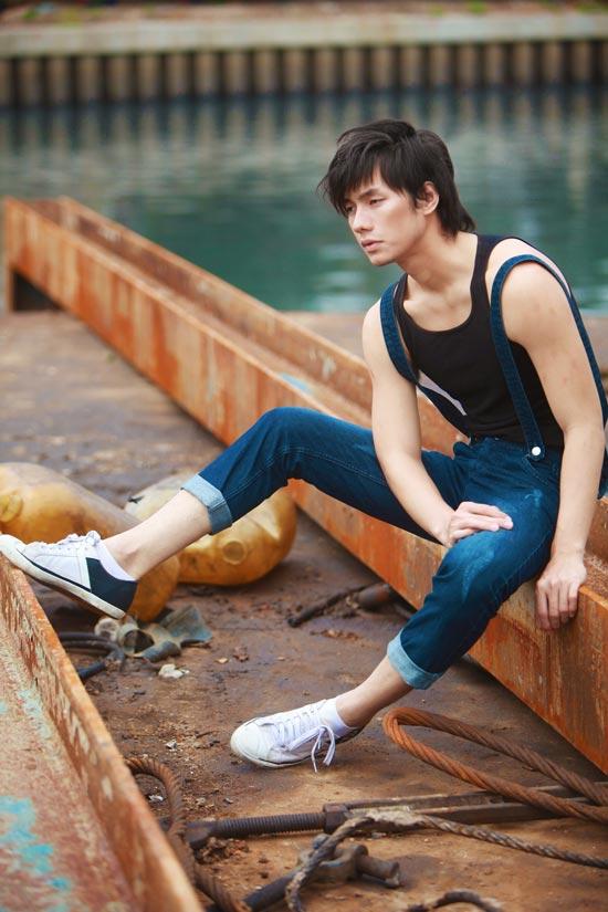 Nhan Phúc Vinh bụi bặm với jeans - 1