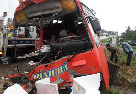 Thông tin đáng sợ về các vụ tai nạn xe khách - 1